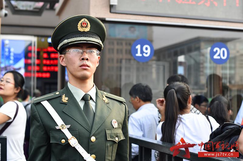 2015去北京当武警名单_【我身边的战友】李东泽:一位好干部 一名好士兵 - 中国军视网