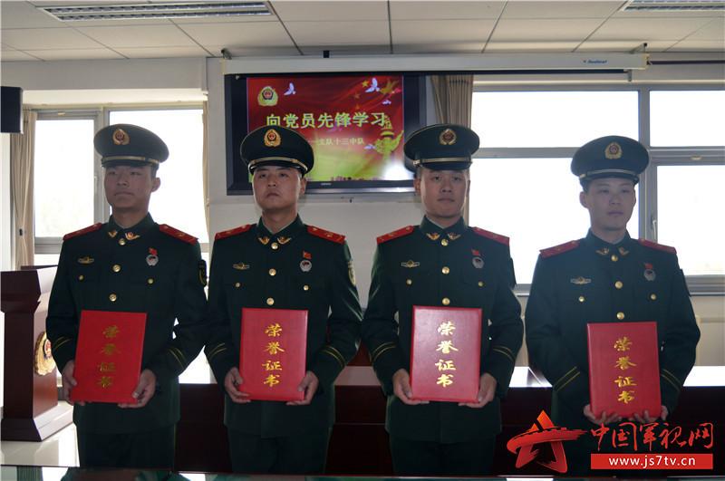 武警十一支队:党员骨干练兵备战站排头