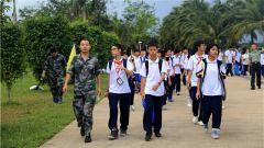 军营开放日:中学生走进部队体验生活