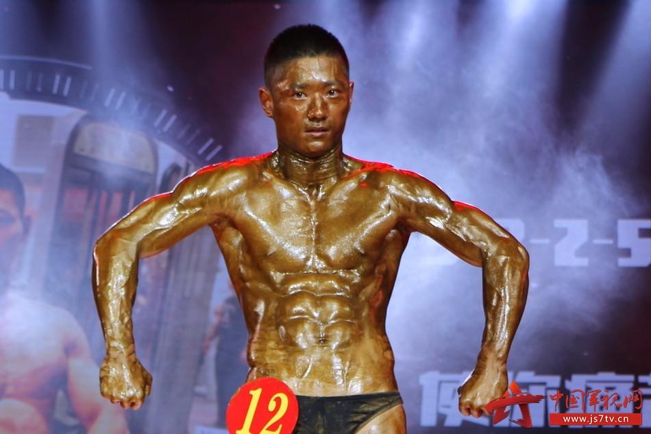 12月2日晚,国防科大第四届健美大赛在该校三号院学术报告厅拉开帷幕.