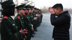 送战友踏征程:武警甘肃省森林总队退伍老兵泪别警营