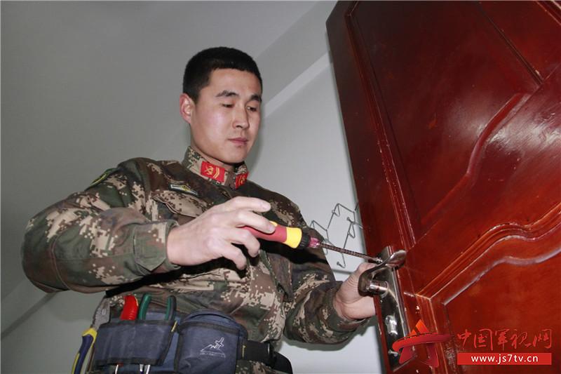 2007年12月入伍,2011年9月入党,现任牡丹江支队勤务中队营房维修工.