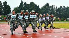 """第14集团军某旅开展""""铁血劲旅杯""""军事体育运动会"""
