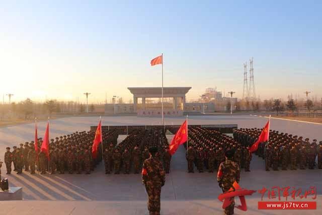 武警8610部队新兵拉练途中政治工作扎实有效