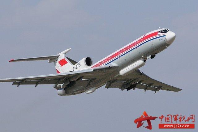 飞机上有82名乘客和10