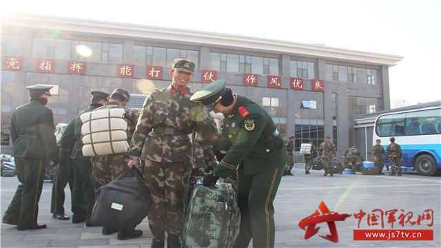 列队欢迎  点名分班   12月30日,武警北京总队十三支队某部举办了热烈的欢迎仪式,为新下连的战友接风洗尘。     老兵主动关怀 为了让新兵更快地融入新环境,该部队大力开展十个一活动,即:见好第一次面、吃好第一餐饭、洗好第一个澡、谈好第一次心、打好第一个平安电话、唱好第一首歌、点好第一次名、写好第一封家信、开好第一次班务会、办好一个迎新晚会,努力为新兵营造舒适、温馨、融洽的工作、生活和学习环境,让新兵快速找到家的感觉,不断激发新兵献身警营、安心服役的热情。新兵回到老连队后,老兵们纷纷主动帮