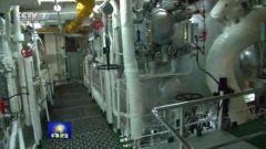 老兵在航母上维护锅炉 近70℃不换检修服排除故障