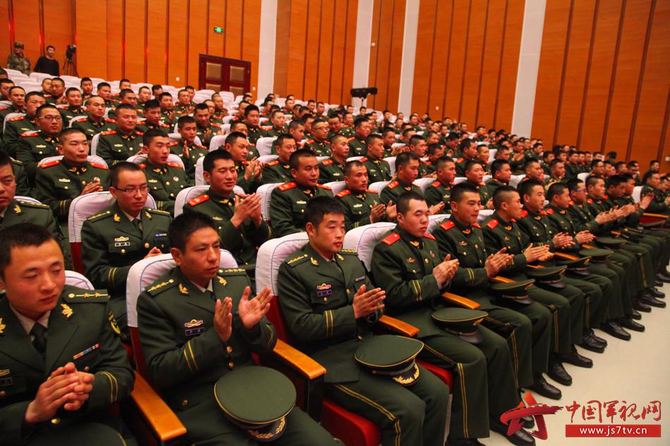 来看:武警8680部队隆重举行迎新年新兵歌咏比赛
