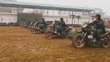 摩托方队一往无前的驶向战场。