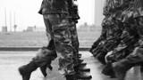 作战靴砸落地面发出沉闷的声音,那路上的泥污仿佛是永远不能忘却的民族耻辱。