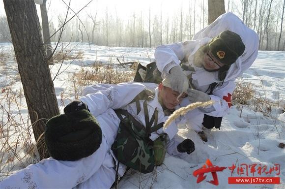 (无水印)伤员救护。