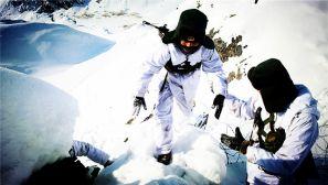 极寒边疆的坚守:新疆阿勒泰军分区官兵踏雪巡边