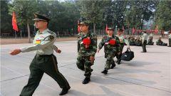 新兵连就是打破重组 击溃个人意识学会服从忍耐