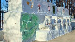武警黑龙江总队:军营创意雪塑、冰灯——你敢挑战么?