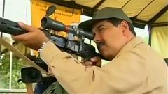 委内瑞拉军演 马杜罗拿枪表决心