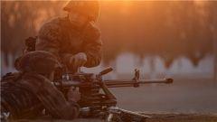 陆军重机枪训练 子弹个头不小