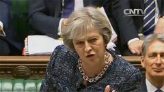 """英国:""""硬脱欧"""" 英首相接受质询不松口"""