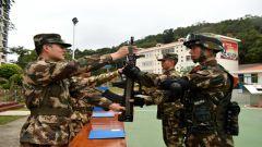正规化管理进标兵中队 授装仪式彰显神圣使命