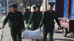 石嘴山武警:春节前走访慰问困难群众