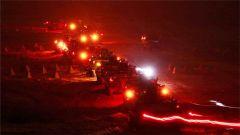 解放軍坦克夜間射擊 場面震撼
