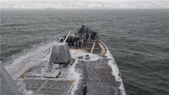 冻成冰棍!美海军第七舰队宙斯盾舰到访日海港