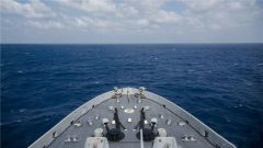 美全新船坞登陆舰抵达南海