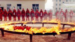 """森警版""""挑战极限"""":以火焰为舞的烈火金刚"""