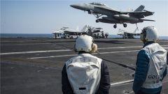 美航母赶赴韩国演习途中不忘舰载机起降