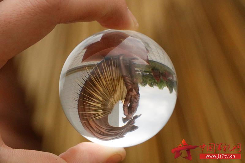 放在玻璃球中的科大,简单的风景焕发了别样的生机,生活中并不缺少美