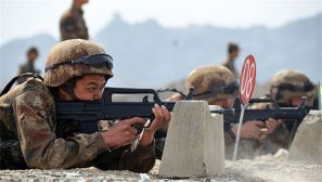 陸軍某部嚴密組織輕武器實彈射擊考核
