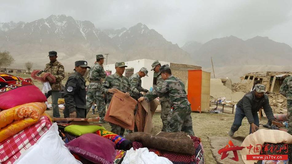新疆地震 陆军某边防团第一时间赶到震中进行救援
