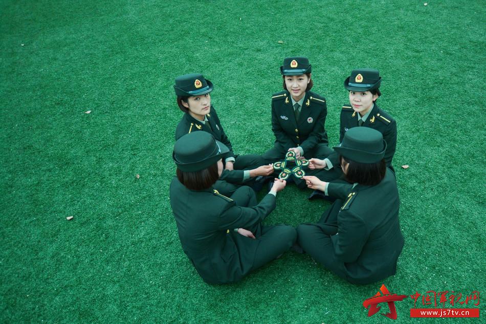 时光谣_穿上绿军装,唱起女兵的\