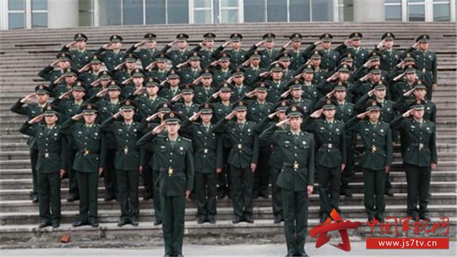 在中国人民解放军和中国人民武装警察部队中服役的称为现役军人.