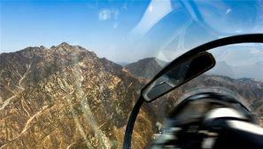 孤胆英雄开启作战模式:空军新员首次山谷飞行训练