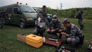 南部战区某旅三营组织开展应季通信应急抢修演练
