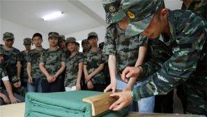 鄂州武警:百名师生进警营体验军旅生活