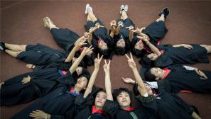【毕业季】当军校学员穿上学士服