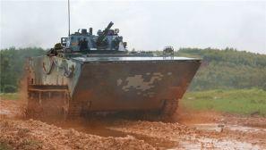 拉风!海军陆战队两栖装甲步兵战车训练