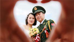 集体婚礼见证橄榄绿和婚纱白的浪漫