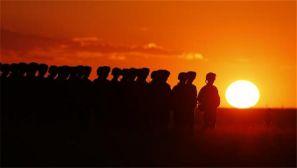 建军90周年阅兵仪式即将开始:晨光初照阅兵场