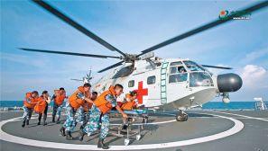 我海军和平方舟医院船海上救援演练掠影