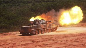"""坦克""""发威""""!野外陌生地域来场实弹射击"""