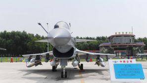 歼10B等中国空军武器装备亮相长春