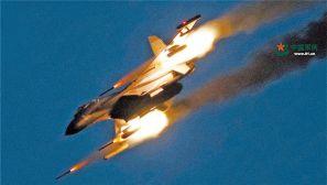 是夜,一架架挂载多型导弹的战机飞赴大漠深处……