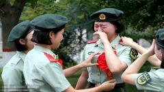 武警郑州支队:女兵退役难掩泪水 再见了我的军营