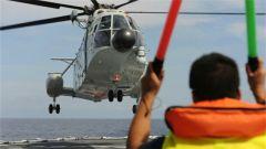 海军救护直升机首次在地中海进行跨昼夜飞行训练