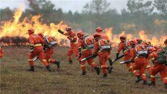 我国首次国家军地联合灭火演习在呼伦贝尔市举行