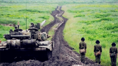 俄举行近30年最大规模坦克演习 出动250辆坦克