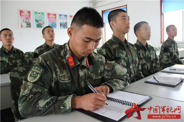 10月18日上午,举世瞩目的中国共产党第十九次全国代表大会在北京胜利召开。同一时间,武警8650部队组织全体官兵以多种形式同步收看、收听,聆听了习总书记在开幕式上所作的报告讲话。  独立执勤点观看盛会   该部根据政治机关的统一安排部署,及早进行思想发动,对首长机关、基层连队以及分散驻点分别作出了专门安排,做到及早筹划、及早部署、及早要求,确保不落一人、全员观看。同时,各级通过召开军人大会、党员大会、党小组会、班排务会等进行层层动员,对十九大胜利召开的重要性进行深入传达学习和讨论。在广泛开展教育引导的