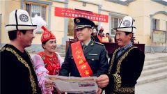 新疆克孜勒苏某边防团走村入户宣讲十九大精神